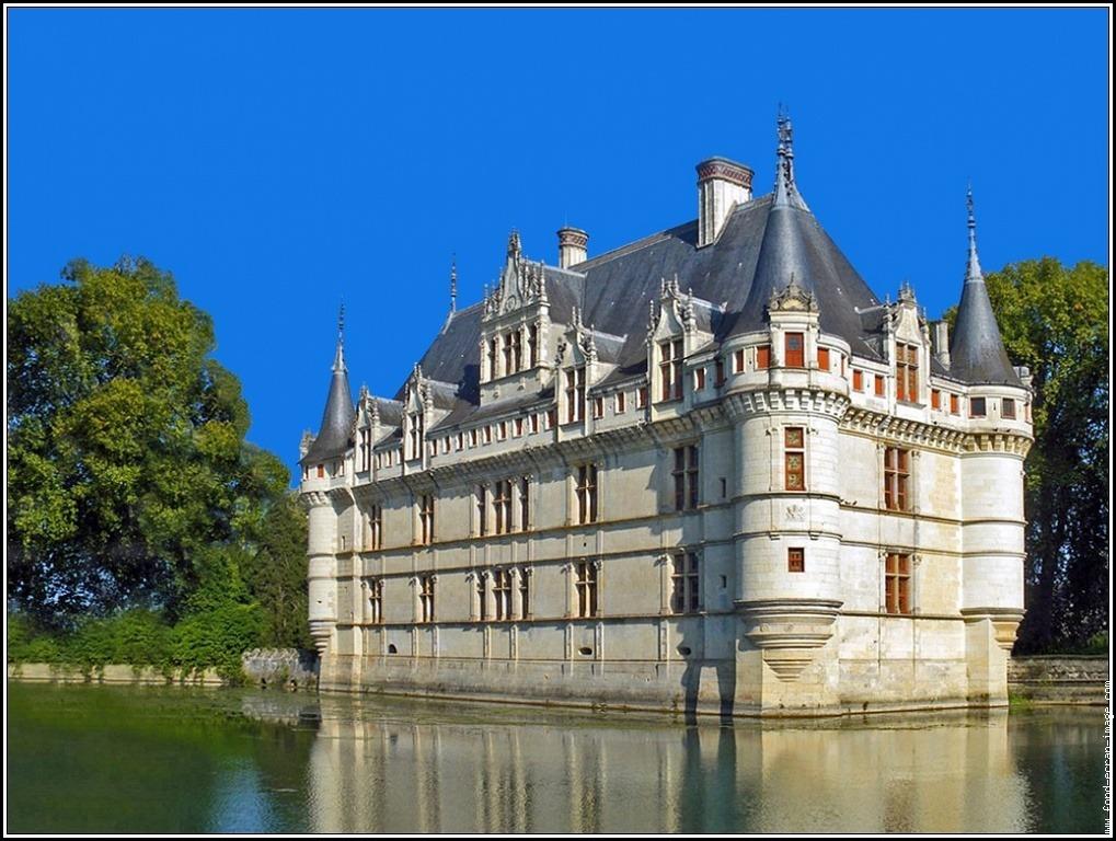 Azay-le-Rideau - Hot air balloon flights in Loire Valley, France